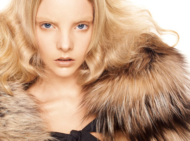 Editorial - 2 Blondes